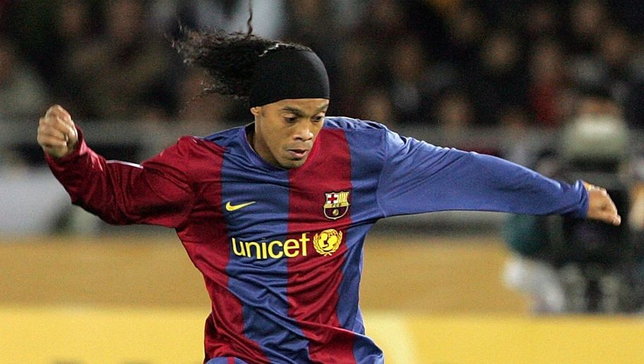 YOKOHAMA, JAPAN - DECEMBER 17: Ronaldinho of FC Barcelona controls the ball during the final of the FIFA Club World Cup Japan 2006 between Sport Club Internacional and FC Barcelona at the International Stadium Yokohama December 17, 2006 in Yokohama, Japan. Sport Club Internacional defeated FC Barcelona by 1-0. (Photo by Junko Kimura/Getty Images)